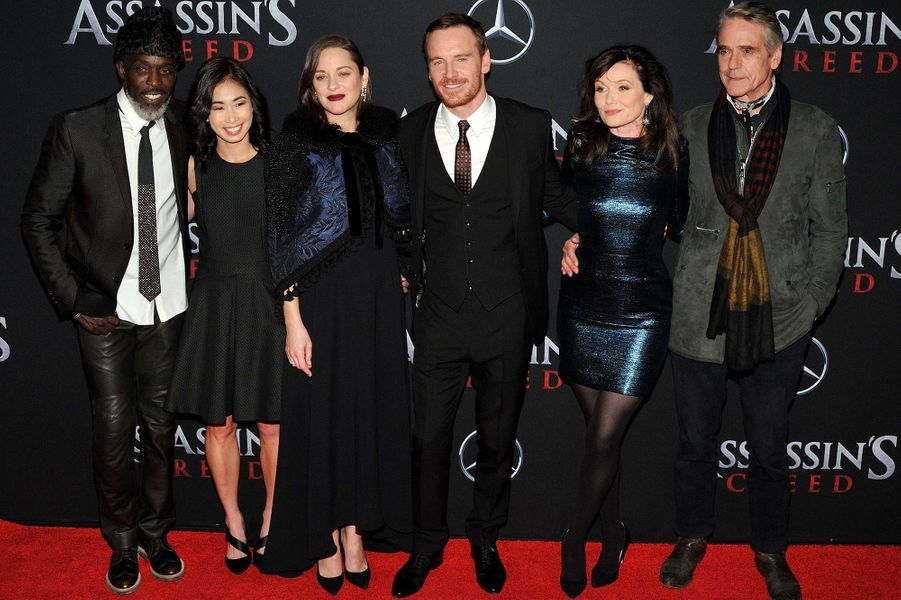 """L'équipe d'""""Assassin's Creed"""" au complet à New York, le 13 décembre 2016."""