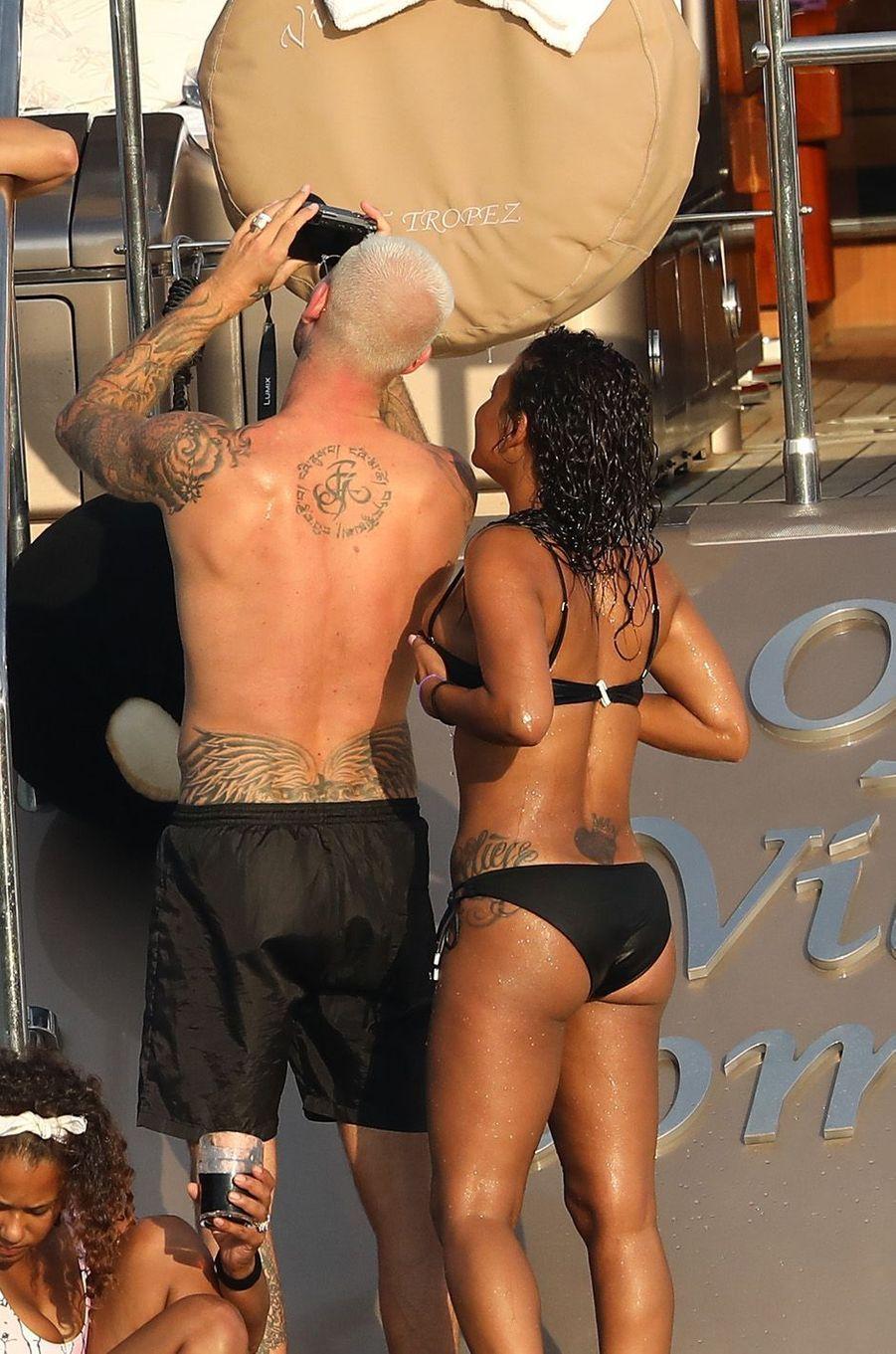 Christina Millian et Matt Pokora sur un bateau à Saint-Tropez