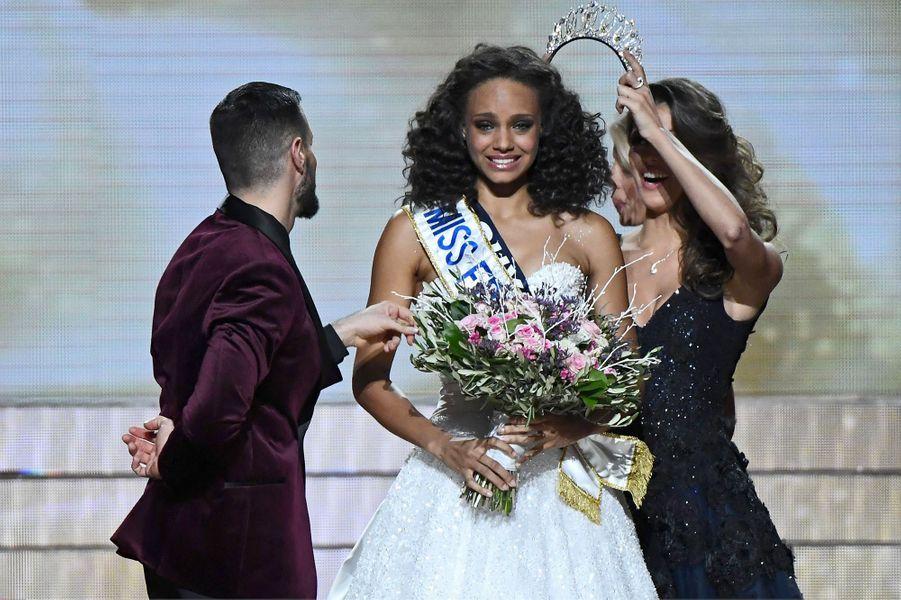 17 décembre 2016, Alicia Aylies est élue Miss France 2017