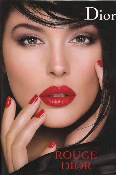 """Monica Bellucci, égérie du parfum """"Hypnotic Poison"""", prête également son visage pour les cosmétiques Dior depuis 2006"""