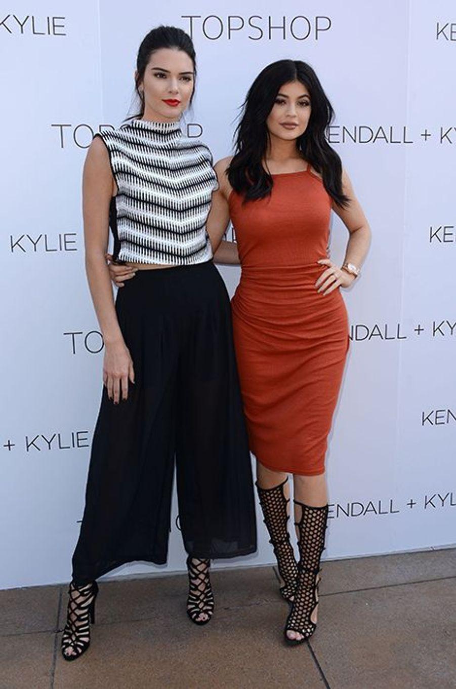 Kendall et Kylie Jenner à Los Angeles le 3 juin 2015