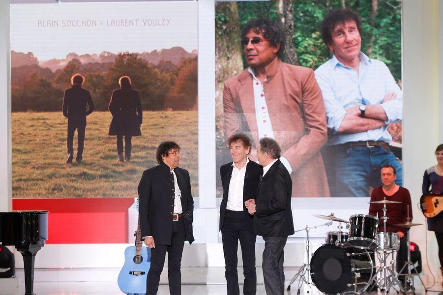 """Laurent Voulzy et Alain Souchon, avec Michel Drucker, lors de l'enregistrement de """"Vivement Dimanche"""", mercredi 19 novembre"""