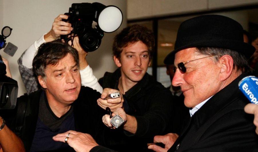 Jean-Claude Camus, producteur et ami de Johnny Hallyday, est arrivé cette nuit à Los Angeles où est hospitalisée la star.