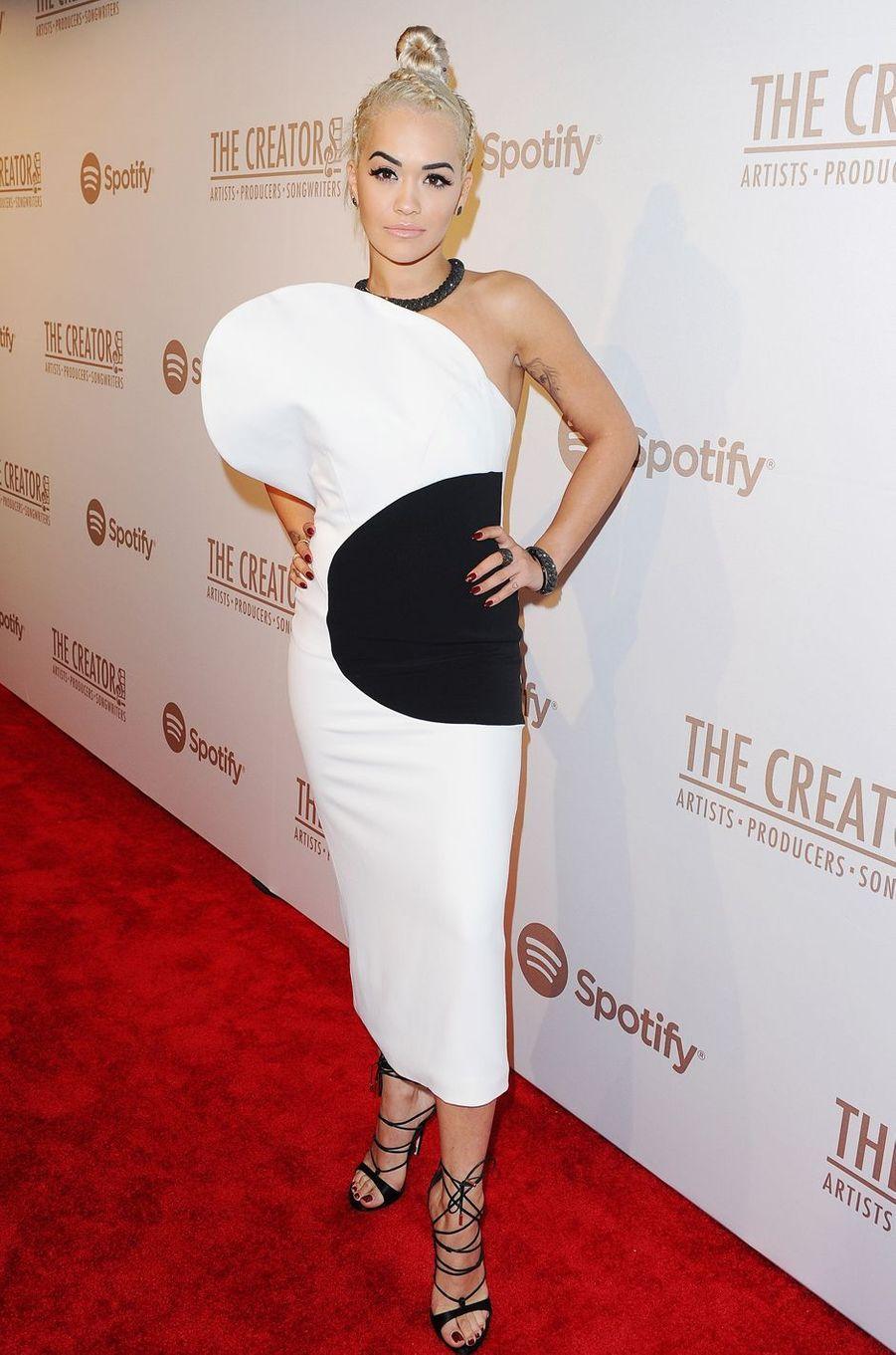 Rita Ora à Los Angeles le 13 février 2016