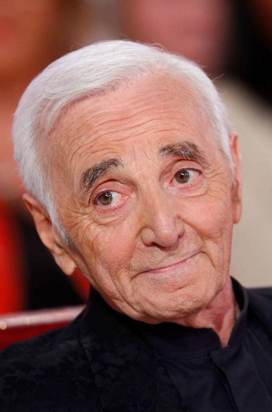 """Charles Aznavour lors de l'enregistrement de """"Vivement Dimanche"""", le 29 avril 2015"""