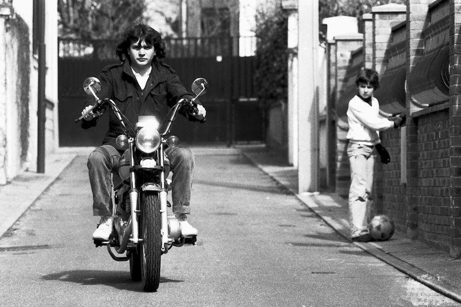 Au guidon de sa moto en 1980