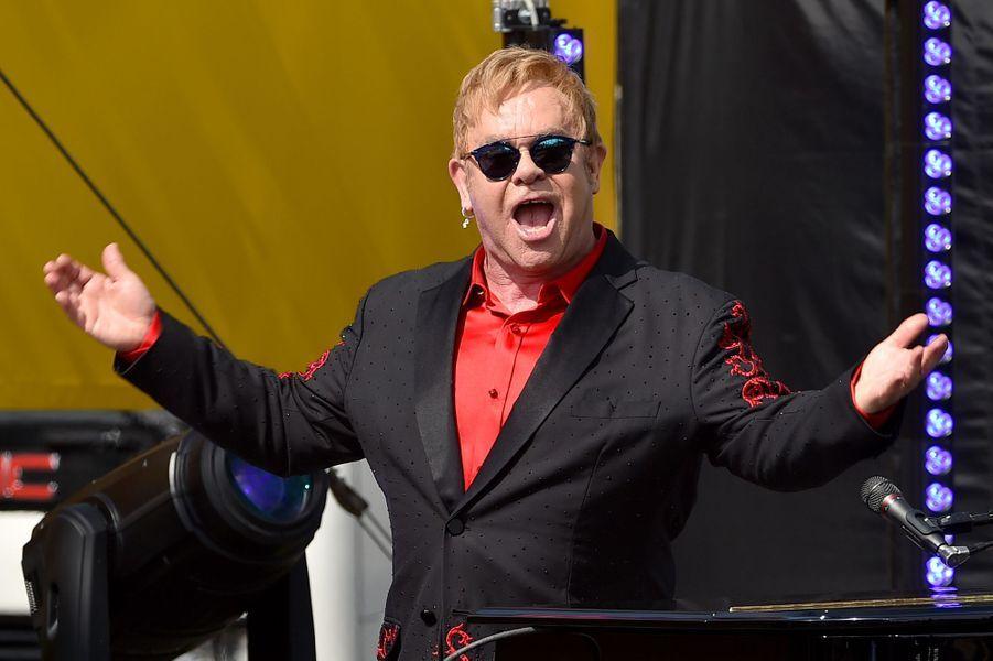 Elton John chante à West Hollywood, le 27 février 2016
