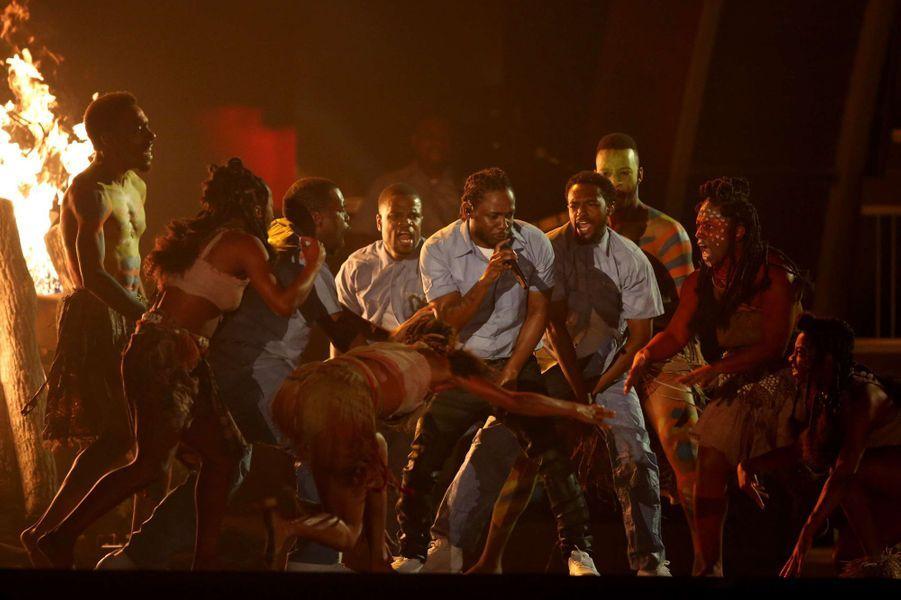 Kendrick Lamar enfllamme la scène du Staples Center