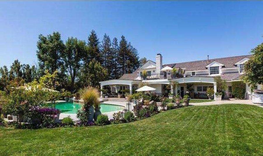 Jennifer Lopez (re)met en vente sa villa de L.A.