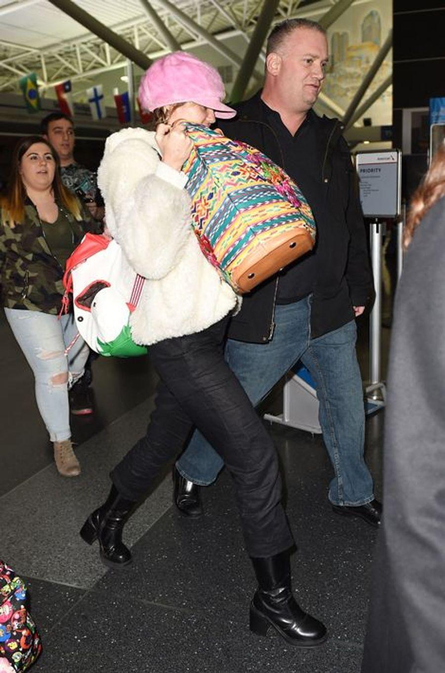 Miley Cyrus à l'aéroport de New York le 17 janvier 2016