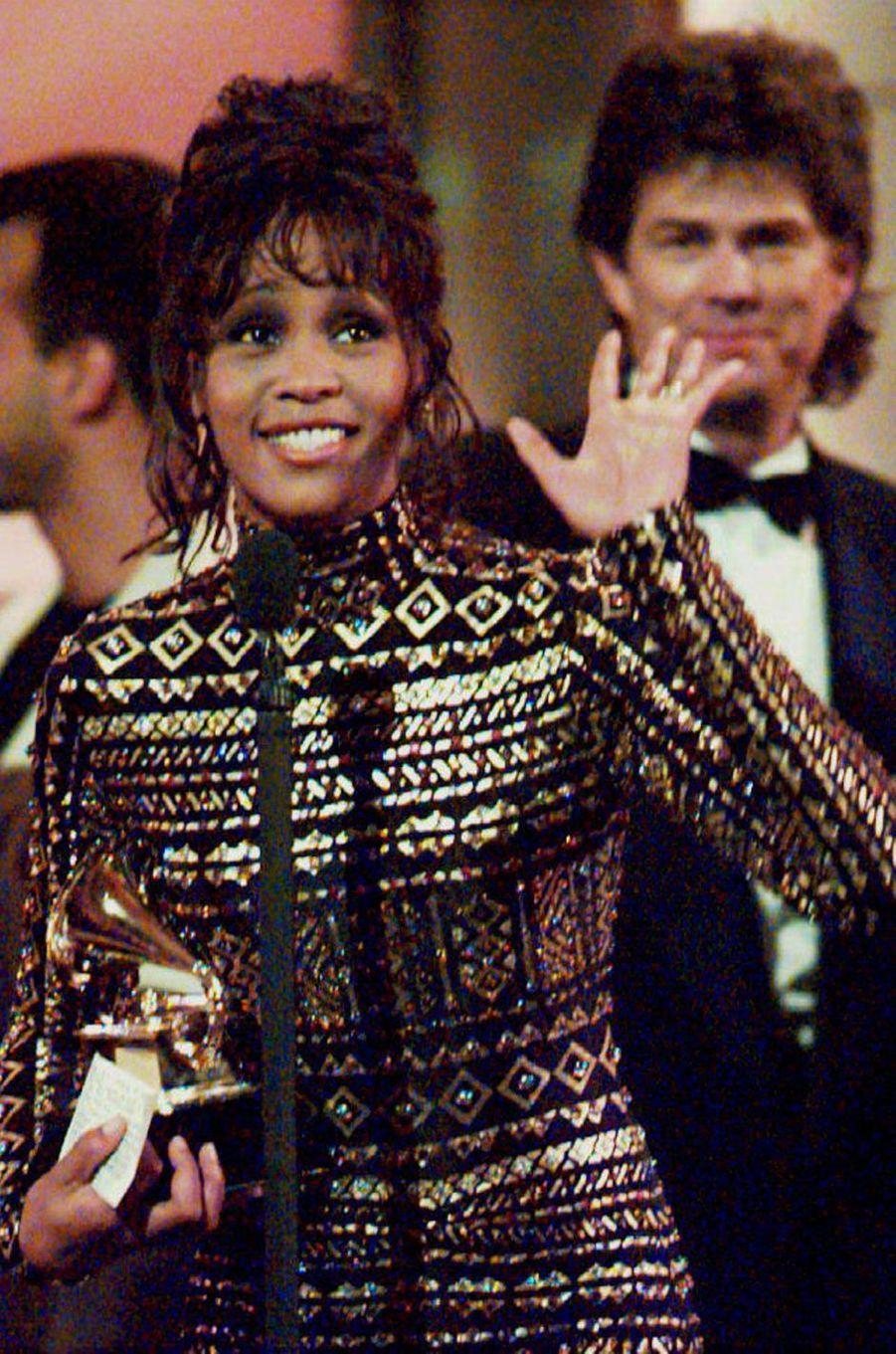 """À la 36e édition des Grammy Awards en mars 1994. Whitney avait été distinguée pour sa chanson """"I Will Always Love You"""""""
