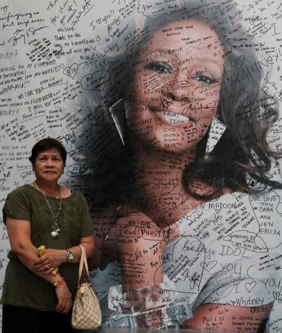 Jusqu'à Manille, aux Philippines, les hommages à la star se multiplient.