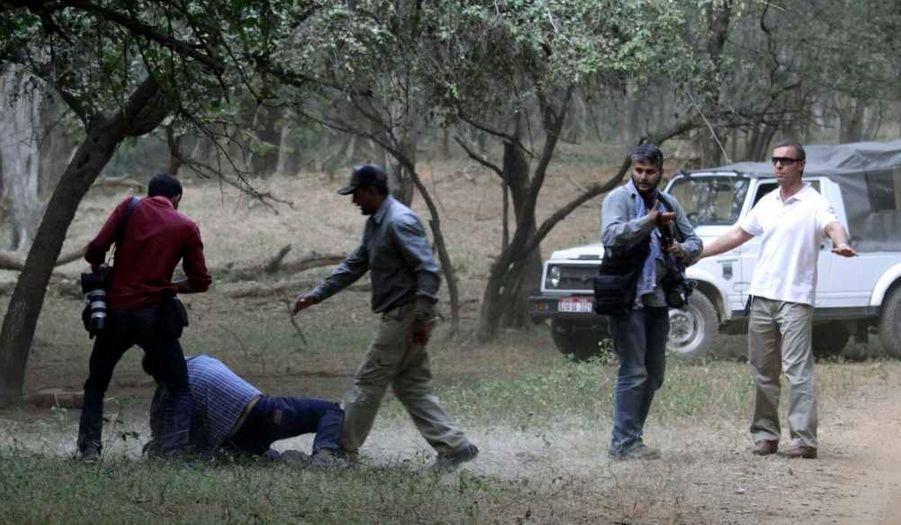 Les paparazzi en revanche, n'étaient pas les bienvenus, comme en témoigne cette photo, sur laquelle un journaliste est à terre après avoir montré une résistance au service de sécurité.