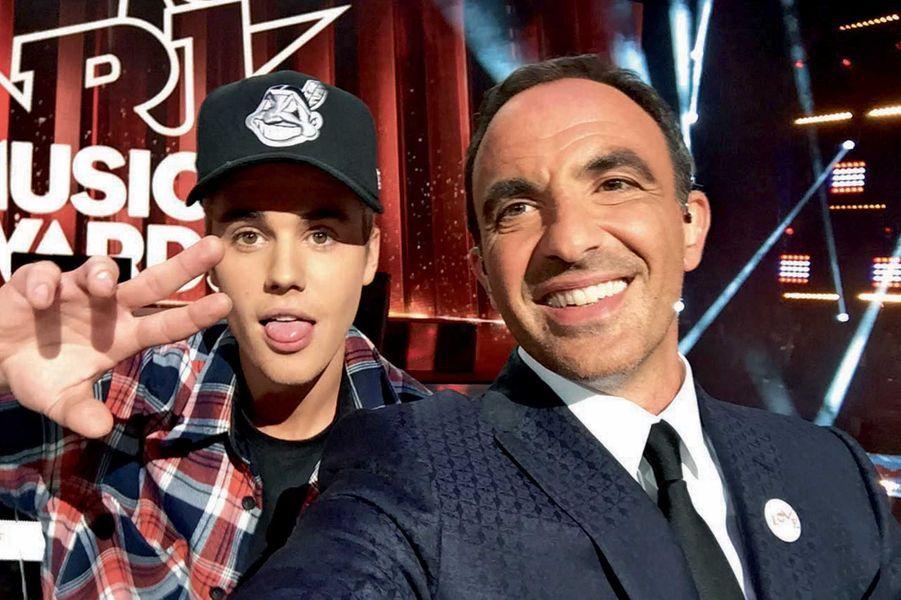 Justin Bieber a reçu un trophée d'honneur, avec Nikos.