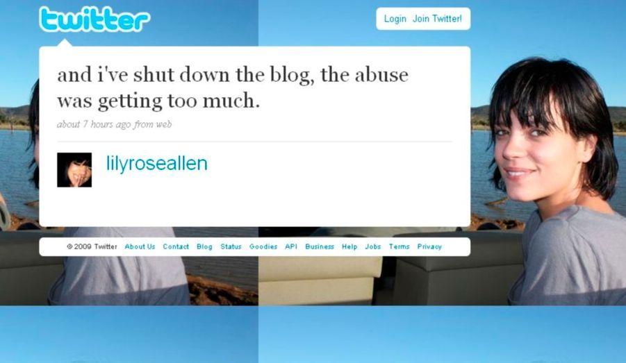 """Lilly Allen arrête la musique. Mais ce n'est pas tout. Elle ferme son blog qu'elle avait créé ce site baptisé """"It's not Alright"""" lundi dernier, pour manifester son soutien à la lutte contre le téléchargement illégal. Ce site sur lequel les internautes pouvaient discuter de la question a fait l'objet d'une polémique à cause d'un article violant un copyright et de deux compilations faites de morceaux d'autres auteurs remixés… """"J'ai fermé le blog. Les abus devenaient trop importants"""", a-t-elle simplement annoncé sur son Twitter."""