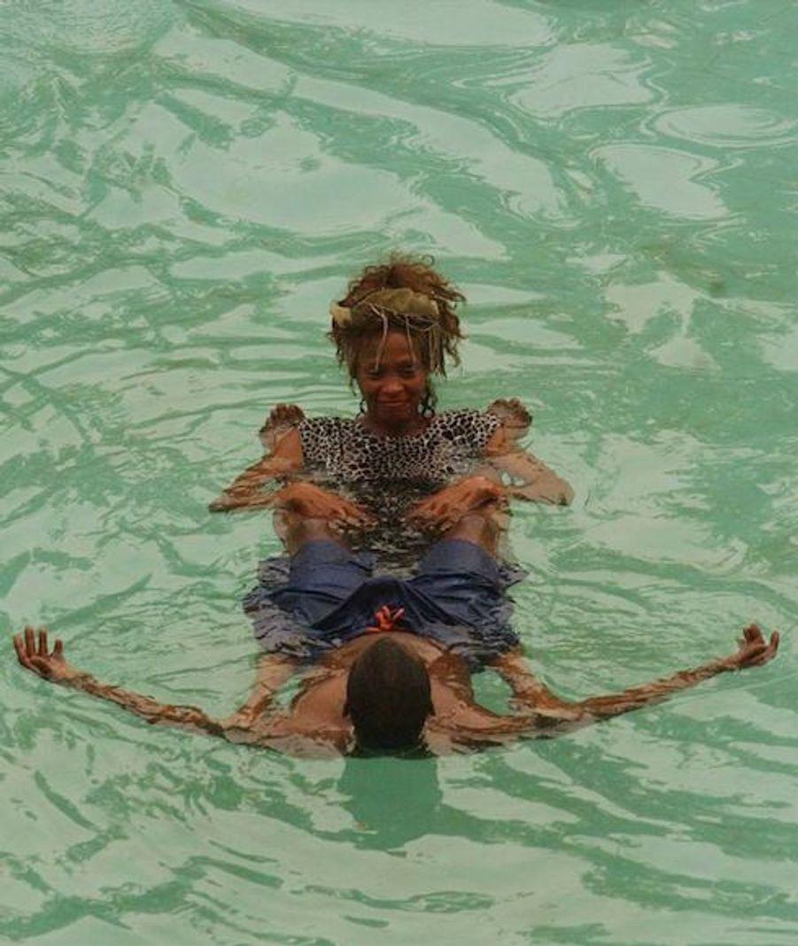 Whitney houston une vie de succ s et d 39 exc s - Hotel avec piscine pres de paris ...