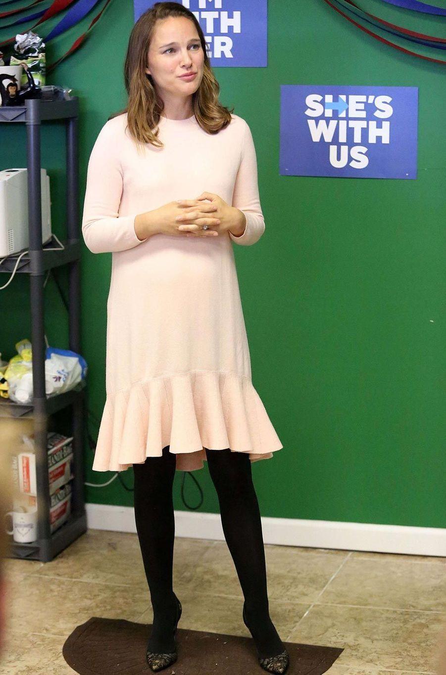 Natalie Portman s'engage pour le parti démocrate durant la campagne présidentielle le 10 octobre 2016.