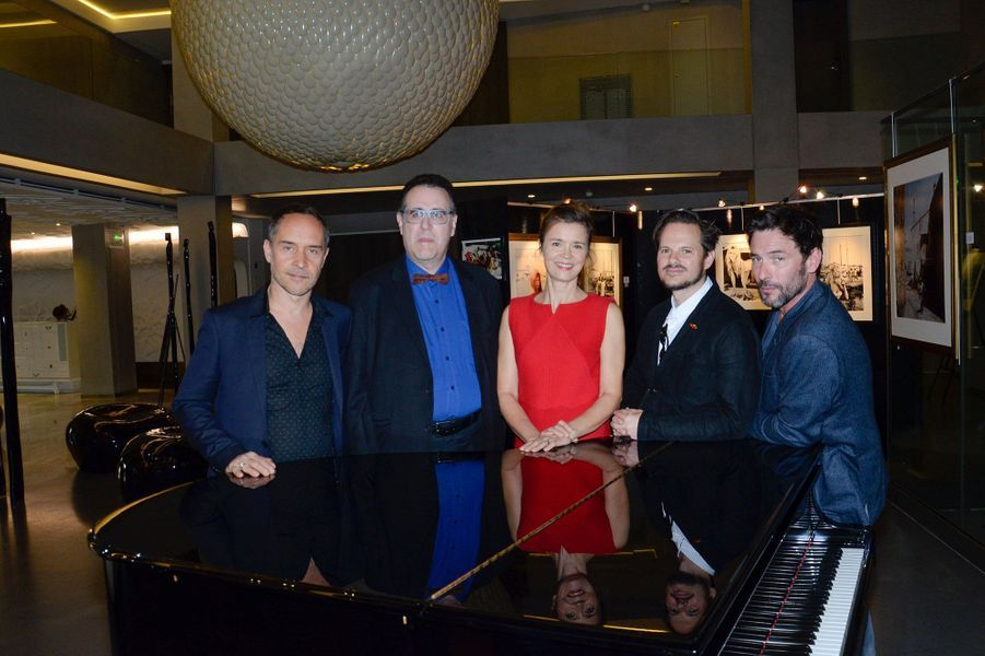 Sagamore Stevenin, Bernard Bories, Manuel Blanc, Andrew Lancaster et Caroline Proust (en Courréges) au Festival des Antipodes à Saint-Tropez.
