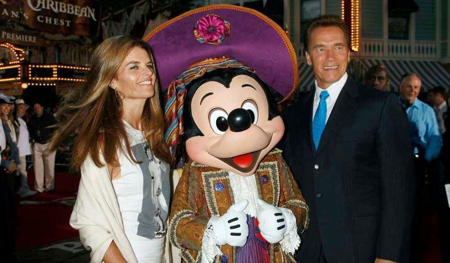 Le couple à la première mondiale du film Pirates des Caraïbes: Le Secret du Coffre Maudit à Disneyland en Californie.