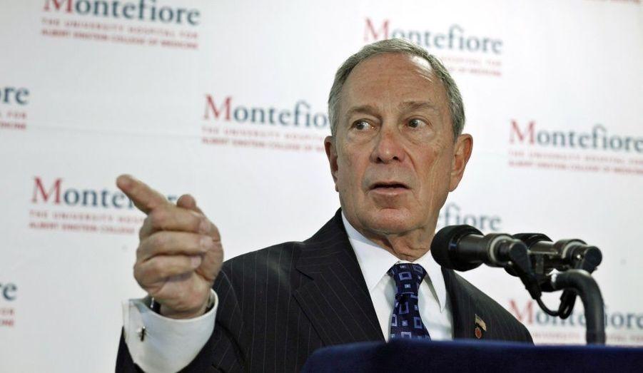 Dixième fortune américaine selon Forbes, le maire de New York pèserait pas moins de 25 milliards de dollars. Il a fait fortune grâce à Bloomberg L.P., une entreprise spécialisée dans l'information apportée aux marchés financiers et dans les médias traitant d'économie.