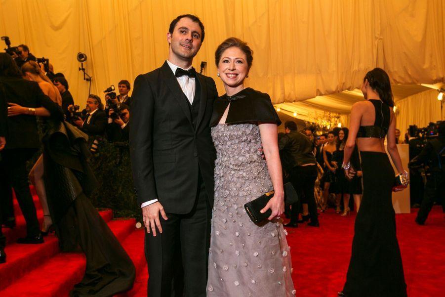 Chelsea Clinton avec son époux Marc Mezvinsky à New York, le 6 mai 2016