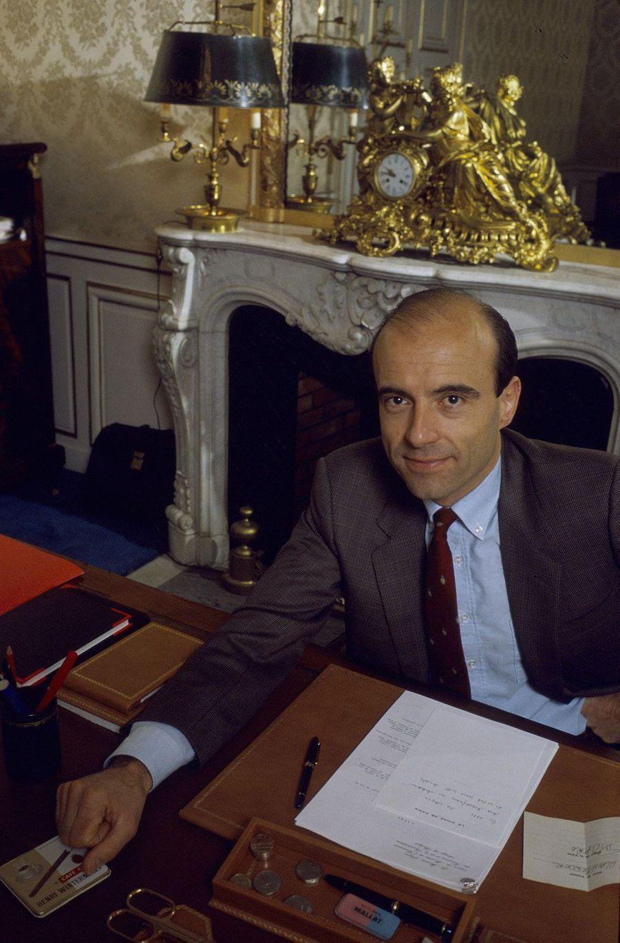 Dans son bureau du ministère du Budget, en avril 1986