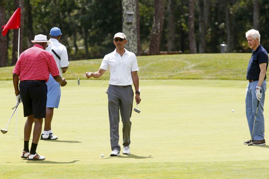 Partie de golf entre Barack Obama et Bill Clinton à Martha's Vineyard