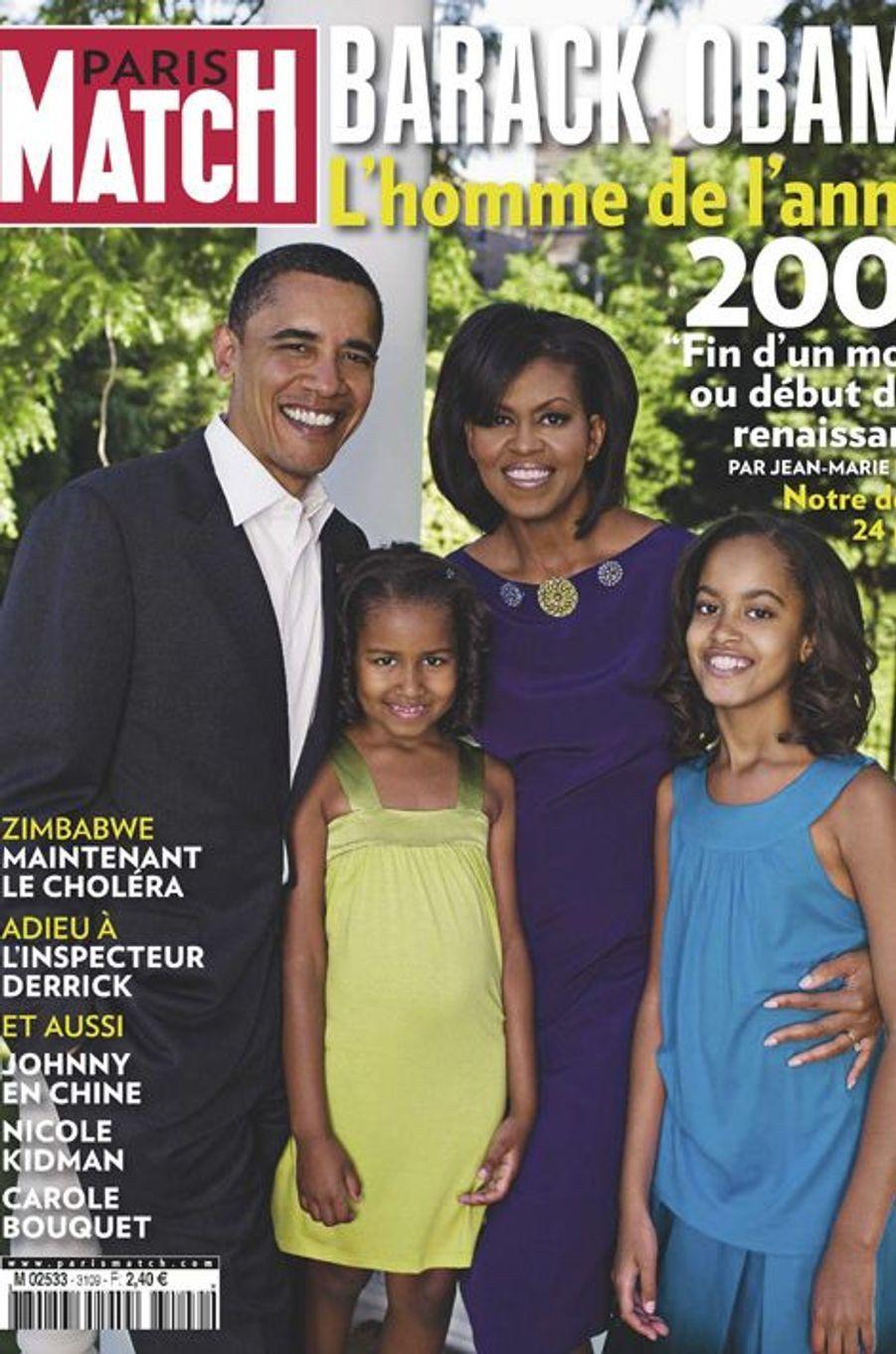 Couverture du Paris Match n°3109 daté du 18 décembre 2008: la famille Obama prend la pose à la Maison-Blanche. Malia est âgée de 10 ans.