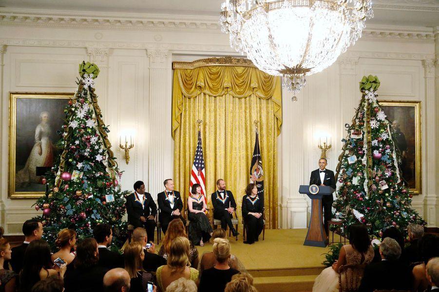 Barack Obama et les lauréats des Honneurs du Kennedy Center à la Maison blanche à Washington, le 7 décembre 2014