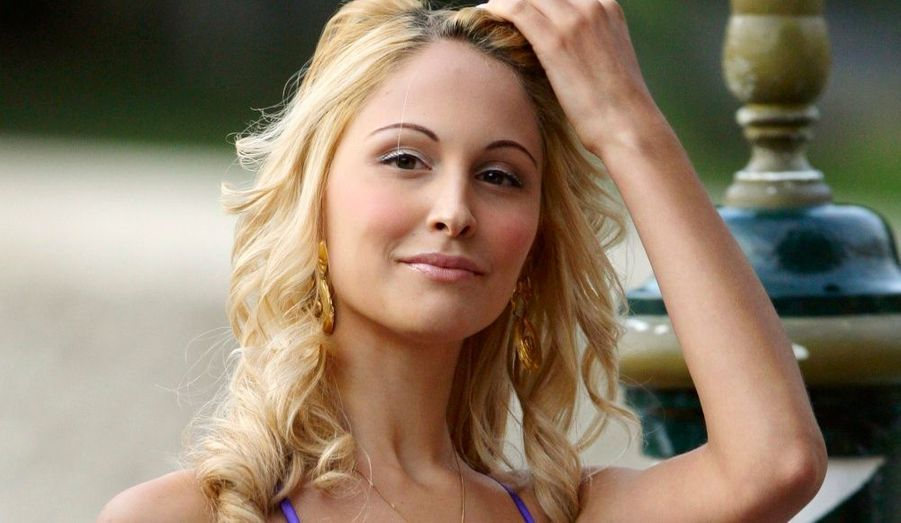 Elle est celle par qui le scandale est arrivé. Aspirante mannequin, la présence de Silvio Berlusconi pour ses 18 ans a déclenché la polémique, mais elle nie être à l'origine des problèmes du Cavaliere.