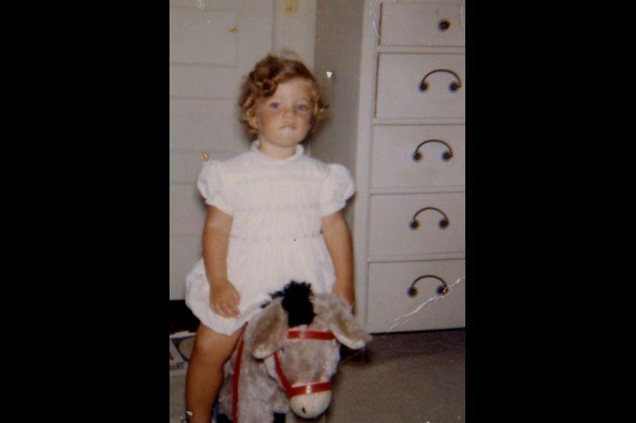 Caroline Kennedy et son cheval à bascule.