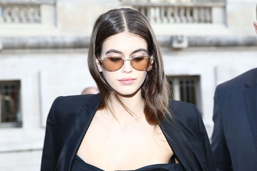 Kaia Gerber,son arrivée au défilé Chanel à Paris, le 2 octobre 2017.