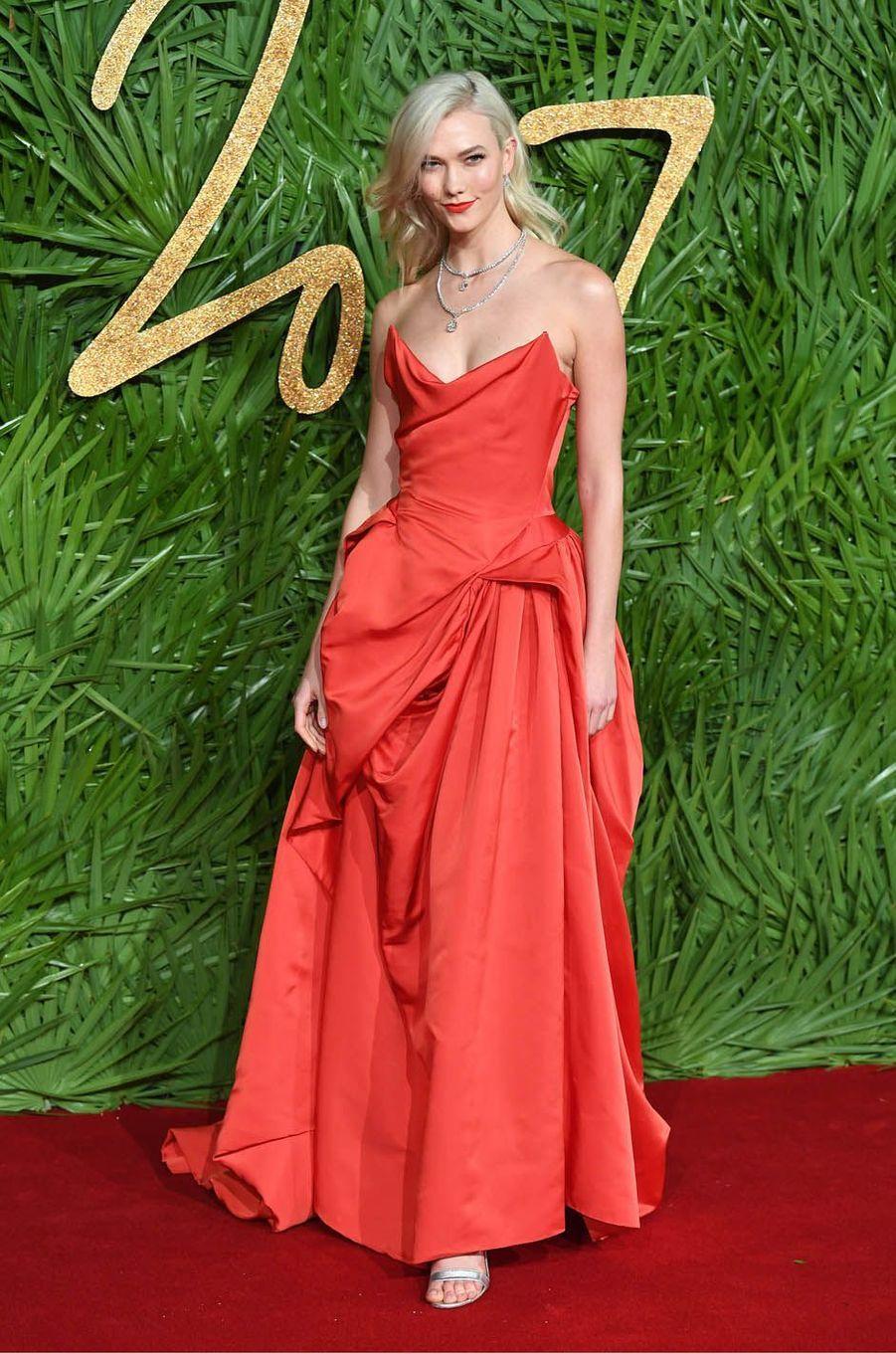 Karlie Klossaux Fashion Awards, le 4 décembre 2017 à Londres.