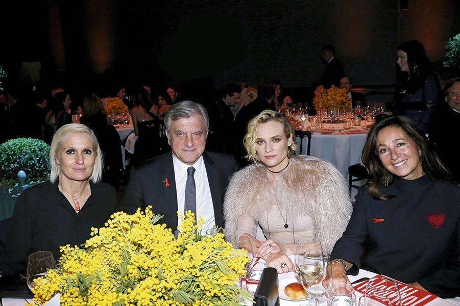 Maria Grazia Chiuri, et Diane Kruger entourée de Sidney et Katia Toledano.