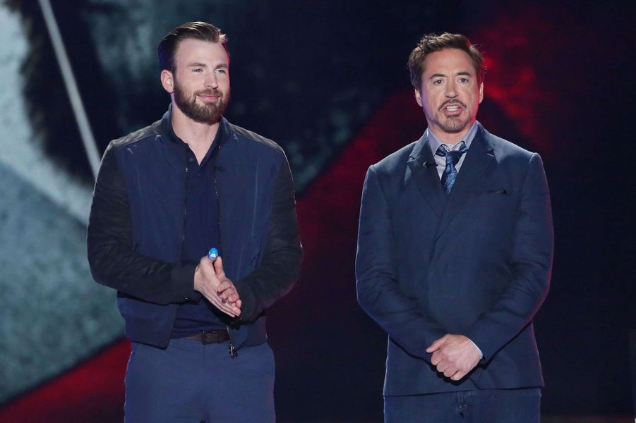 Chris Evans et Robert Downey Jr aux Kid's Choice Awards 2016, le 12 mars 2016