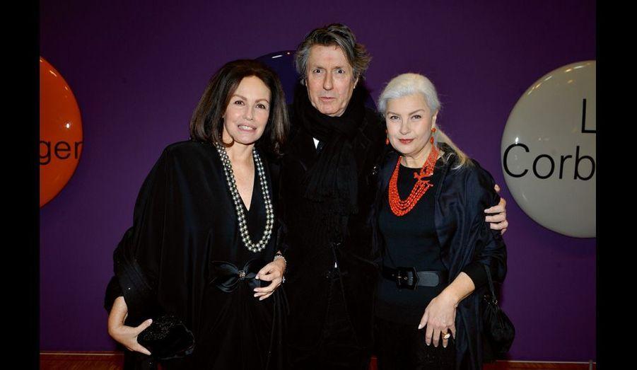 Paola Traboulsi avec ses amis le peintre Jacques Martinez et Marie Seznec.