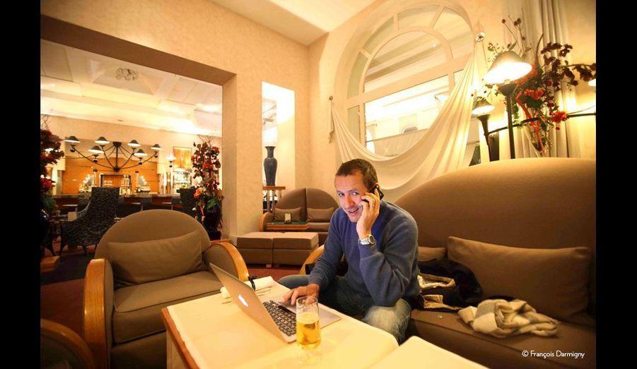 Séance de travail à l'hôtel, où Dany peut revoir sa prestation de la veille, corriger, réécrire ses textes qui évoluent chaque jour.