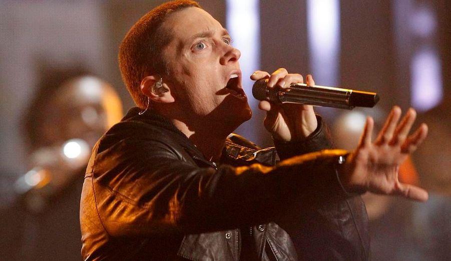 Le plus grand rappeur du monde a connu un douloureux passage à vide. Au sommet de sa gloire dans les années 2000, Eminem est tombé dans l'enfer de la drogue. Accro aux sédatifs, il est devenu obèse et a même envisagé le suicide. Finalement, en 2010, son album «Recovery» lui a permis de retrouver le succès. En 2011, il a été nommé dix fois à la cérémonie des Grammy Awards.