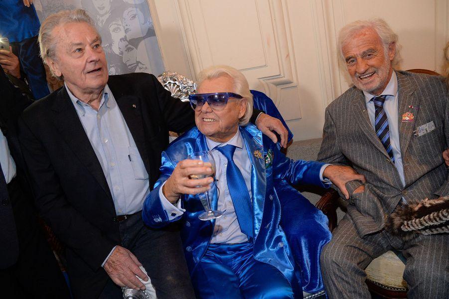 Michou avec Alain Delon et Jean-Paul Belmondo, à Paris, le 20 juin 2016.