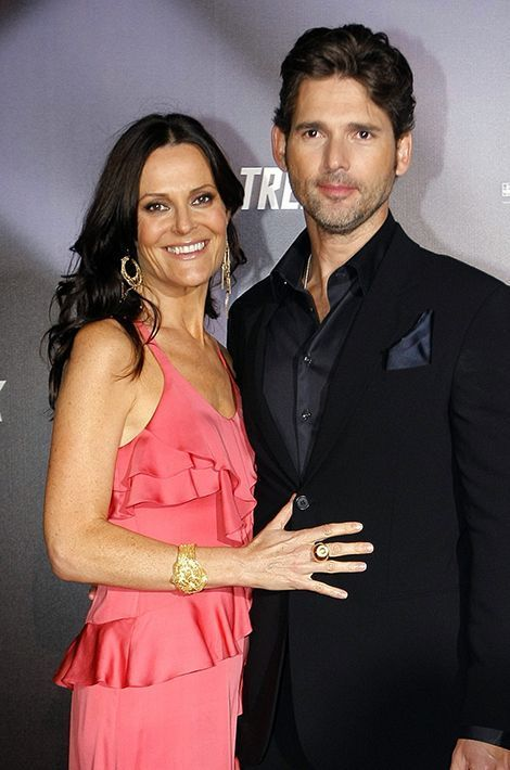 """Eric Bana et Rebecca Gleeson, une ancienne publiciste, sont inséparables depuis leur coup de foudre survenu en 1995 sur le plateau de la série """"Full Frontal"""". Mariés depuis 1997, ils sont les parents de deux enfants: Klaus (né en 1999) et Sophia (née en 2002)."""