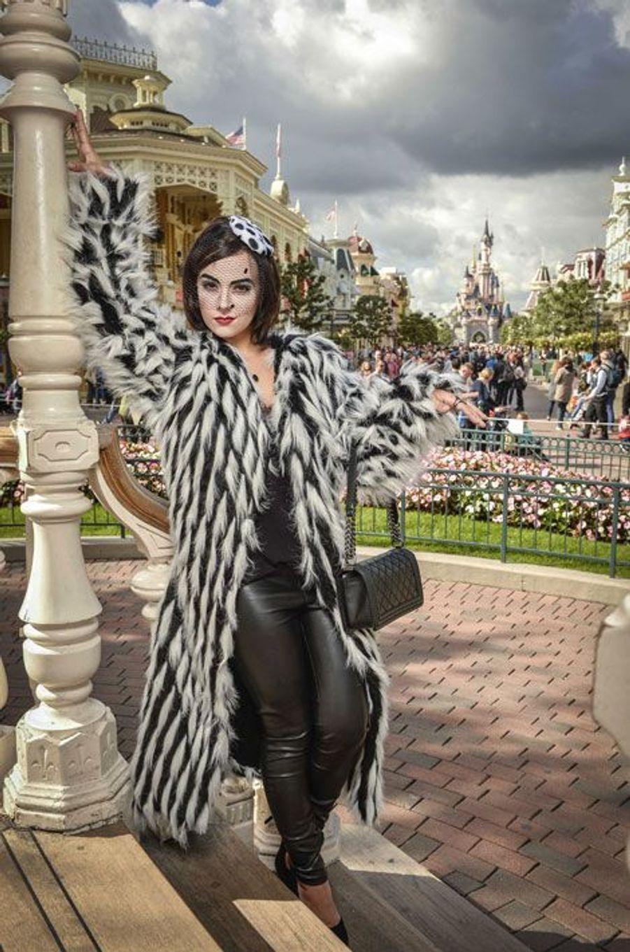 Alizée devient Cruella d'Enfer le temps d'une journée à Disneyland Paris pour Halloween