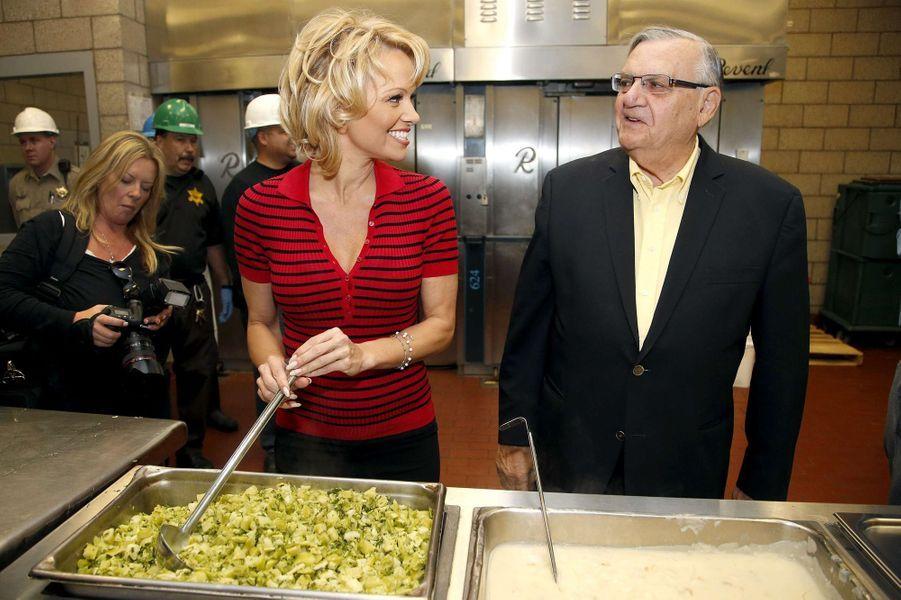 Joe Arpaio et Pamela Anderson à Phoenix le 15 avril 2015