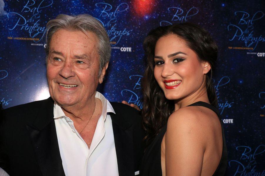 Alain Delon et Sindi Arifi, alias Miss Suisse