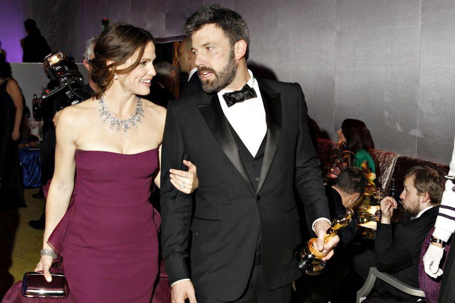 """Leurs chemins se sont d'abord croisés en 2001, sur le tournage de """"Pearl Harbour"""". Mais ce n'est que deux ans plus tard, en plein tournage de """"Dardevil"""", que les deux comédiens se sont retrouvés. Après six ans de mariage, Ben Affleck et Jennifer Garner filent encore le parfait amour. Trois enfants sont nés de leur union, Seraphina, Violet et Samuel."""