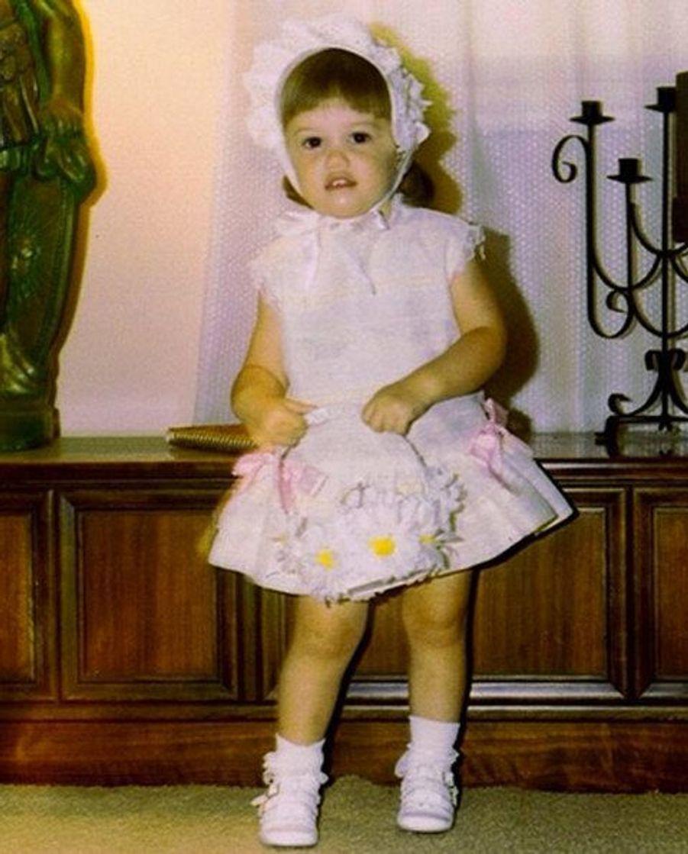 Qui est cette petite fille fleurie jusqu'au bout du sac ?