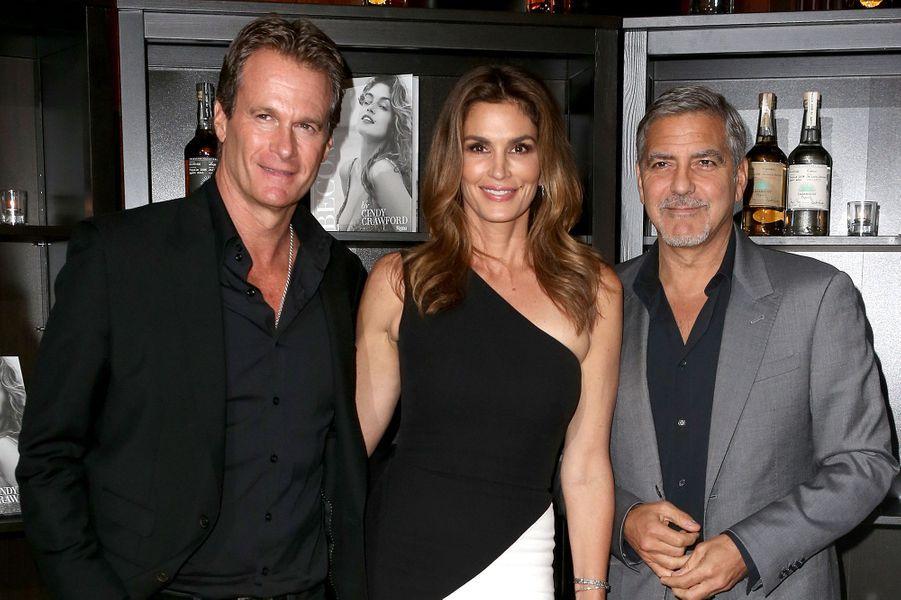 Rande Gerber, Cindy Crawford et George Clooney à Londres le 1er octobre 2015