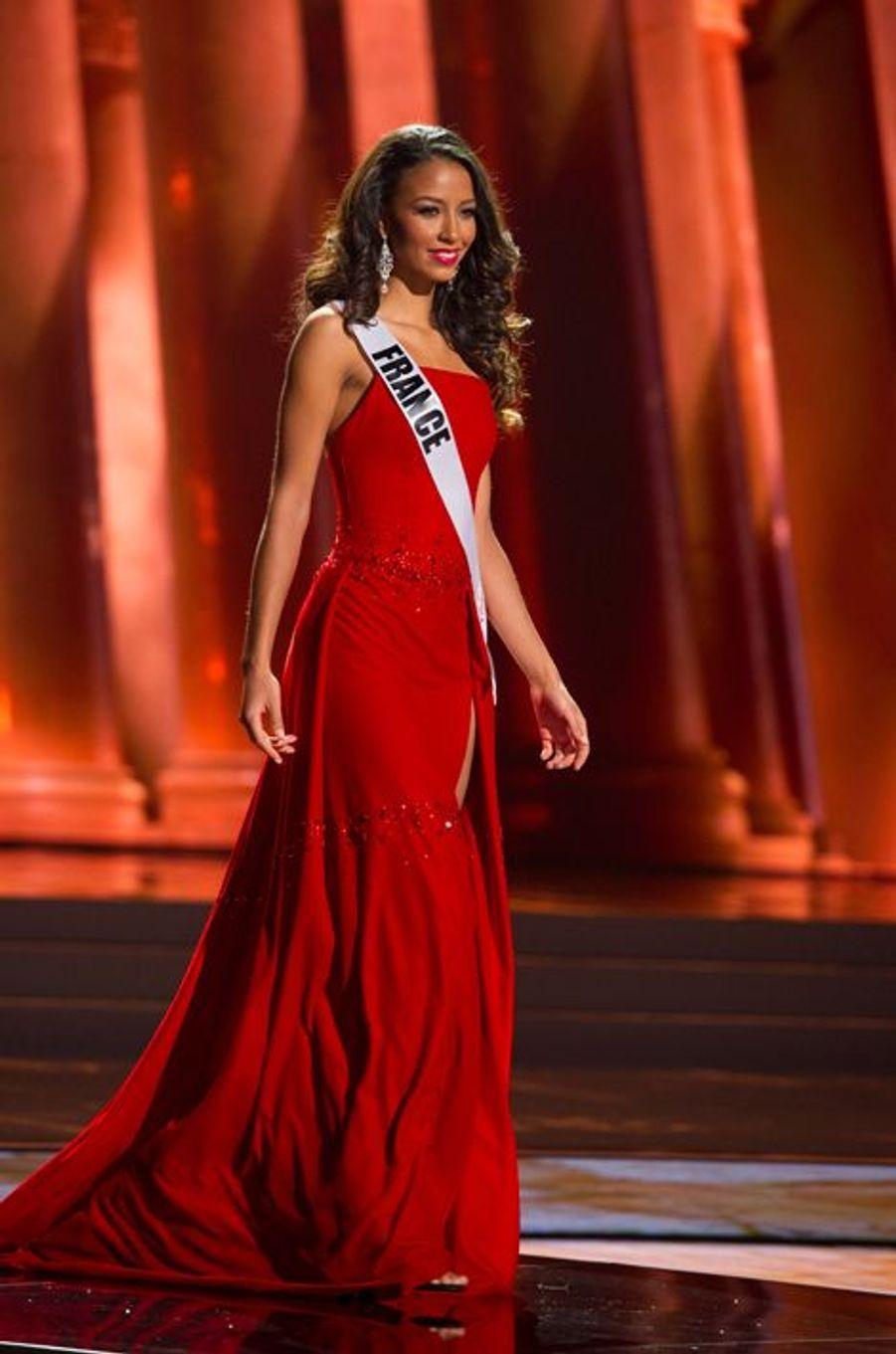 Flora Coquerel termine dans le Top 5 à Miss Univers 2015