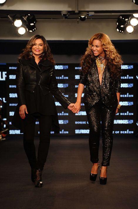 À 60 ans, la styliste Tina Knowles est grand-mère de deux petits enfants : Daniel (10 ans), fils de sa cadette Solange et Blue Ivy (3 ans), fille de Beyoncé et Jay Z.