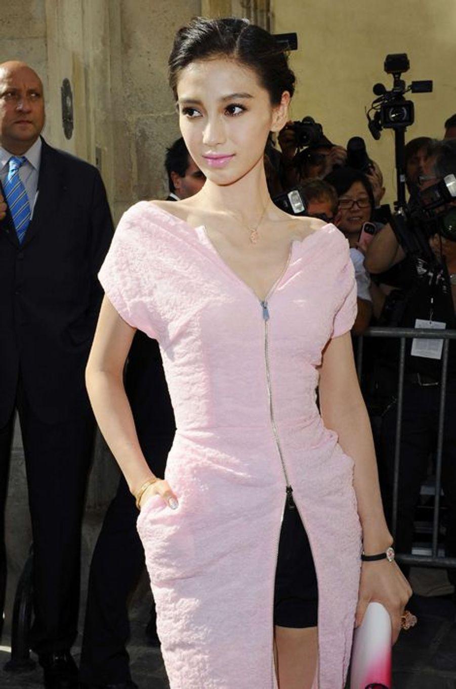 Angela Yeung à la Fashion Week de Paris, le 27 septembre 2013