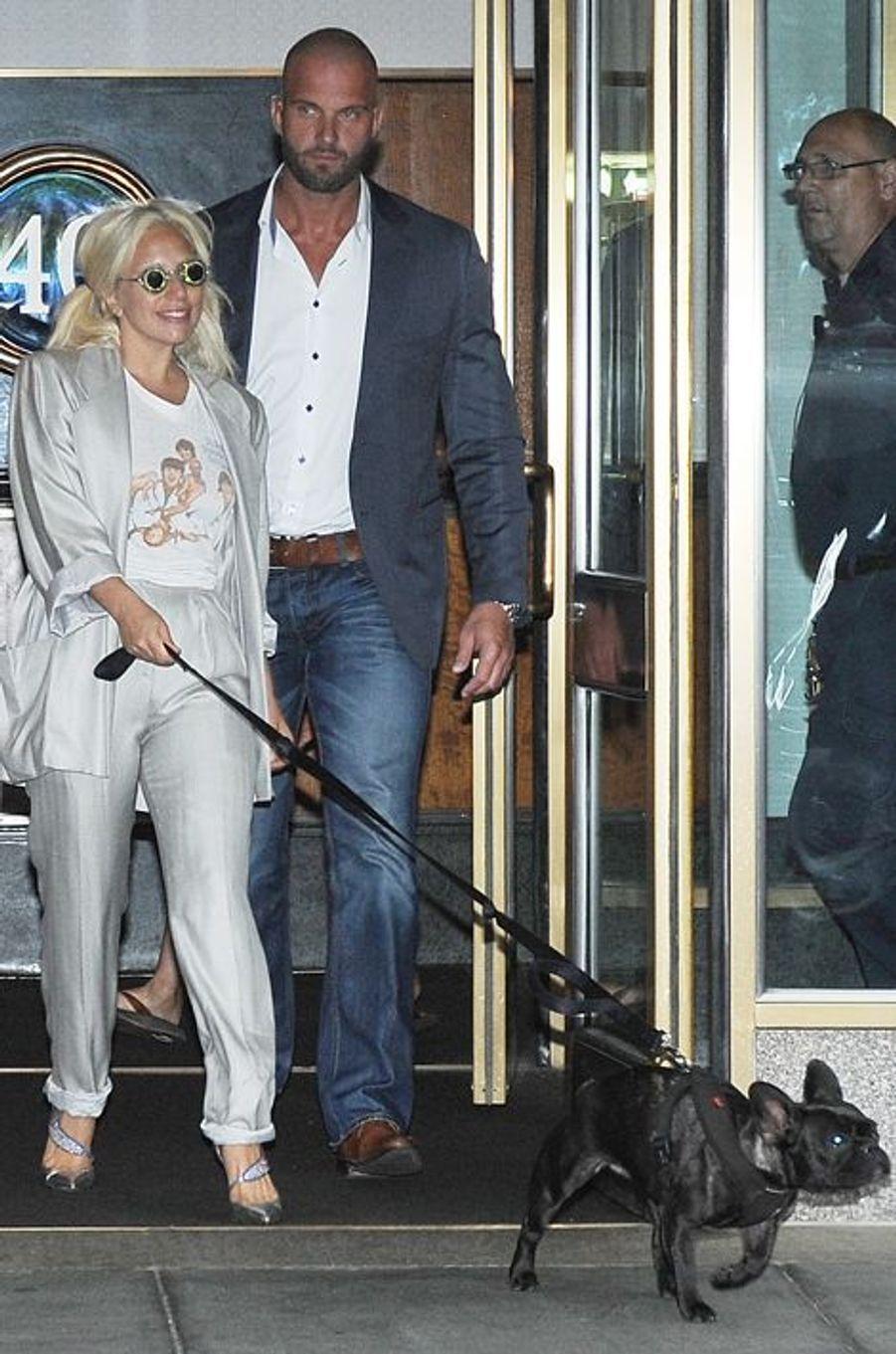 En juin 2015, Peter Van der Veen travaillait pour Lady Gaga.